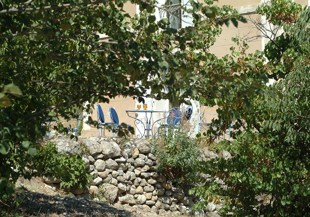 Le temps de l'apéritif sur la terrasse de la Pastorale